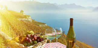 {winelovers.gr}-{Τα ωραιότερα μέρη για διακοπές για τους λάτρεις του τυριού (και του κρασιού!)}-{220318}