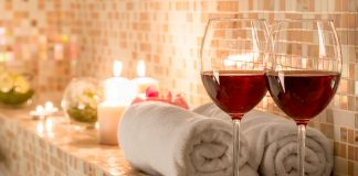 {winelovers.gr}-{Πίνοντας κρασί στη μπανιέρα}-{190318}