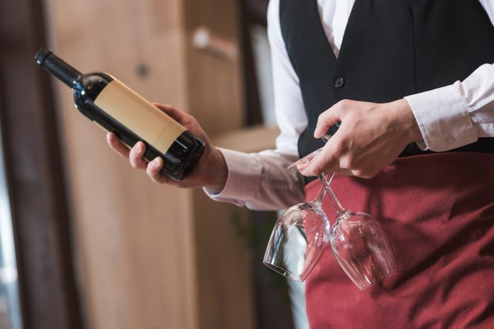 Πώς να εκπαιδεύσετε το προσωπικό σας στο κρασί - Τι λένε οι ειδικοί!