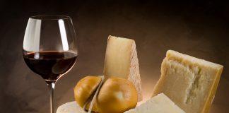 Γιατί συνδυάζουμε το κρασί με το τυρί; Η γοητευτική ιστορία αυτού του ζευγαρώματος