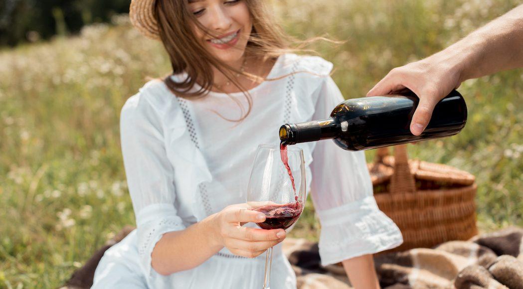 Πώς να πιείτε κόκκινο κρασί (και πραγματικά να το απολαύσετε!)
