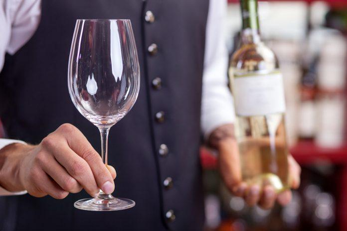 Εσύ θα έβαζες πάγο στο κρασί σου;