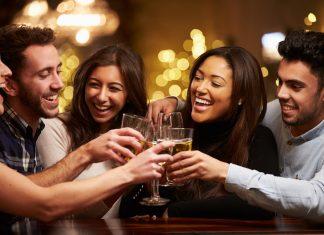 Γιατί το κρασί μας κάνει τόσο χαρούμενους; Οι επιστήμονες απαντούν