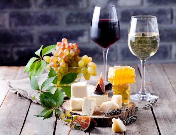Κρασί & Τυρί: Οι 10 αγαπημένοι συνδυασμοί