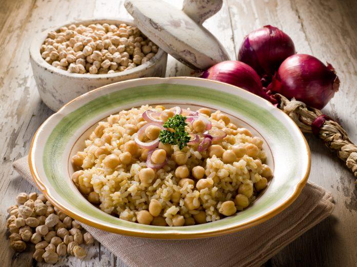 Ρεβύθια λεμονάτα με ρύζι και κάρυ